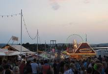 approx. 60 amusement, 50 gastronomy and 120 trade exhibition businesses