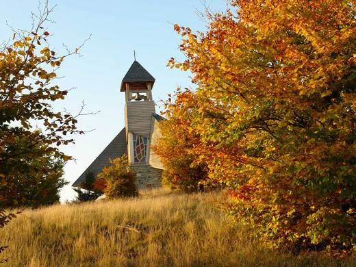 The Quernst Chapel is a place where man and nature meet, a place of contemplation and inner reflection at any time of the year (Foto: Nationalpark Kellerwald-Edersee).