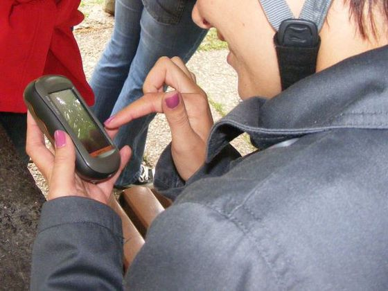 Operating a GPS device during a geocaching tour