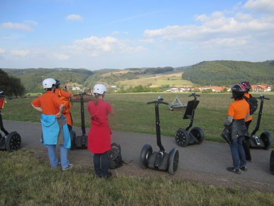 The team of the Touristik Service Waldeck-Ederbergland GmbH on a Segway tour