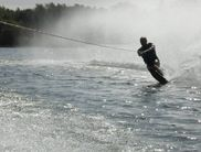 Water skiing at the water ski facility is possible for both beginners and advanced skiers
