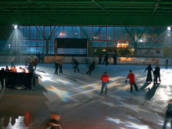 Disco night at the ice skating rink Willingen